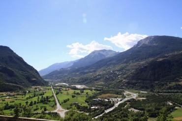 Вид с высоты Мон-Дофен на окрестности /// Heights of Mont-Dauphin offer a nice view over the surrounding area