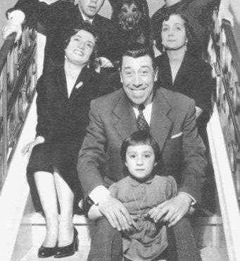 Фернандель в кругу семьи /// Fernandel and his family https://i.skyrock.net
